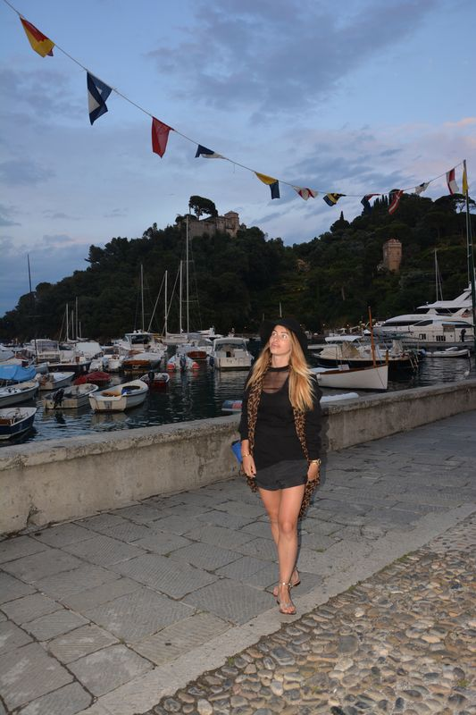 italian blogger- portofino- I love it- italy- cool place- chic-cacharel-louis vuitton- givenchy- celine- bag- foulard-short- sweet- hat- easy style- alessia maglia- easy fashion style-blogger- fashion- vogue- brigitte bardot