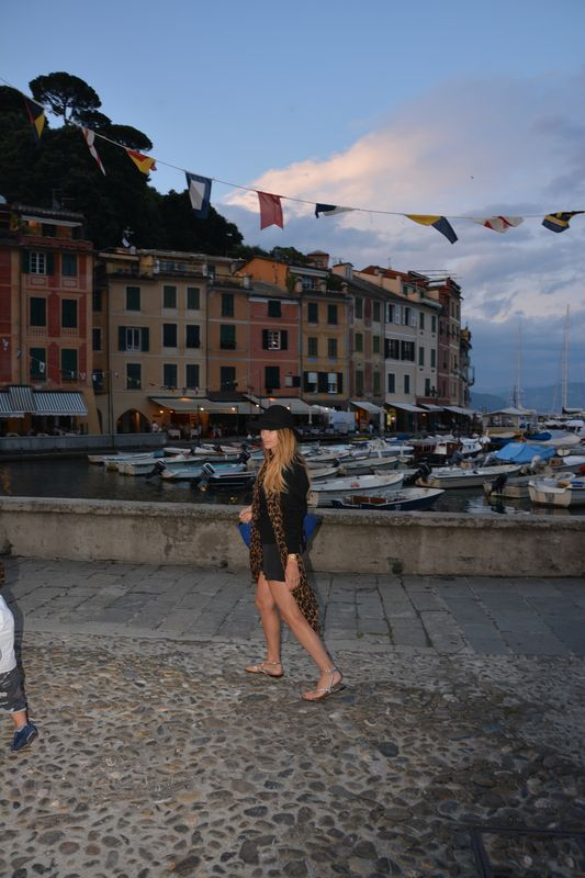 portofino- italian blogger- famous blogger- alessia maglia- easy style- vogue-elle- louis vuitton- capresi sandal-givenchy- italy- mare-cool place- chic place- chic style